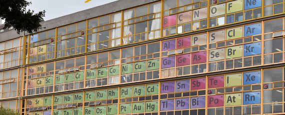 Cumple 150 años la Tabla Periódica de los Elementos, Monumental